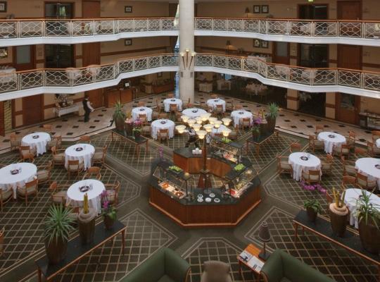 Van der Valk Hotel Berlin Brandenburg Atrium