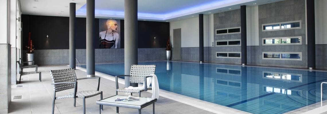 duitsland berlijn berlinerring - schwimmbad mit wandbild.jpg