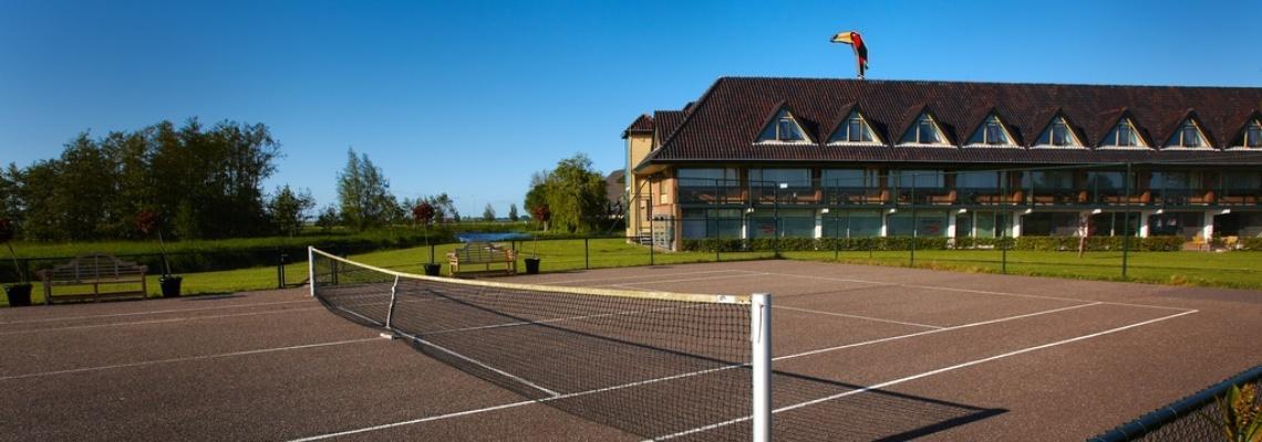 nederland_volendam_hotel_buiten_tennis.jpg