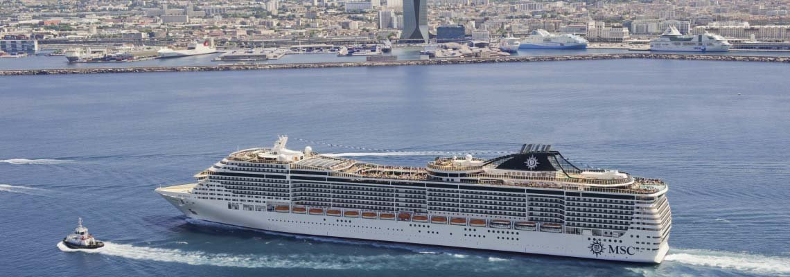 zeecruise_divina_msc_in de haven buitenkant schip