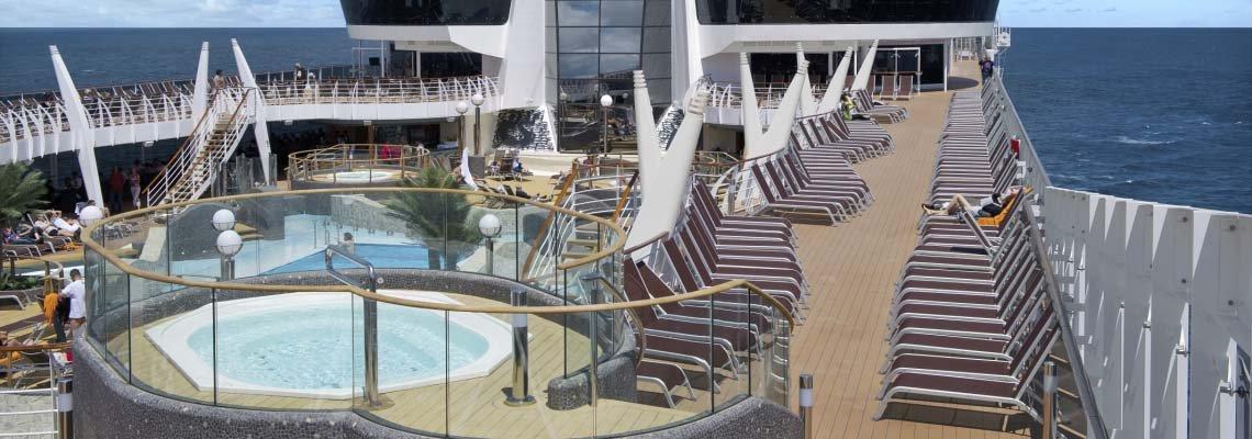 zeecruise_divina_msc_dek aan boord_zwembad